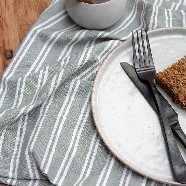 Er gaat niets boven de zondag beginnen met een goed ontbijt. Met de Dry with Stripes oogt jouw zondagochtend nog gezelliger! • • #Walra #Walraofficial #Walrahome #keukentextiel #drywithstripes #weekend #keukeninspiratie #happysunday #sundayinspo #inspiratie