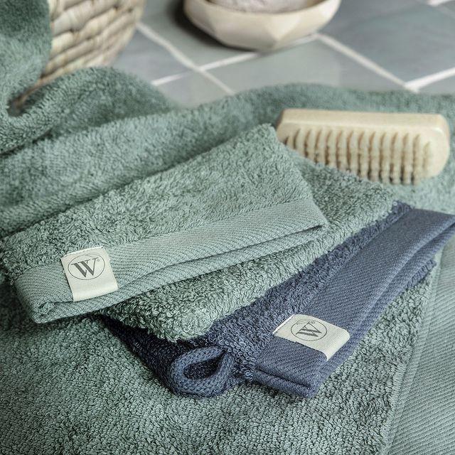Is het tijd om je badkamer een nieuwe look te geven? Met onze Remade lijn geef je je badkamer een stijlvolle uitstraling met de mooiste kleurencombinaties. Bijvoorbeeld deze mooie mix van jade met blauw. • • #Walra #Walraofficial #Walrahome #badgoed #remade #washandjes #gastendoekjes #badkamerinspo #groen #blauw #inspiratie
