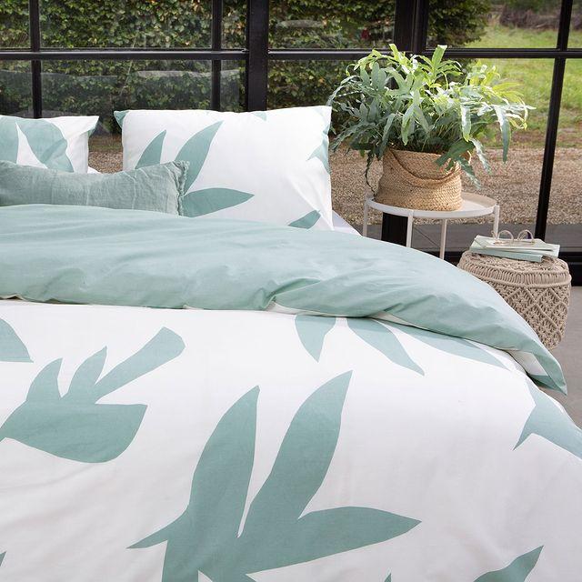 Na een lange werkdag is een goede nachtrust erg belangrijk. Zorg daarom dat jouw bed zo comfortabel mogelijk is en voorzien van een zacht dekbedovertrek.💚 • • #Walra #Walraofficial #Walrahome #voorjaarscollectie #simple #leaves #groen #bedroominspo #dekbedovertrek #slaapkamerinspo #slaapkamer #inspiratie