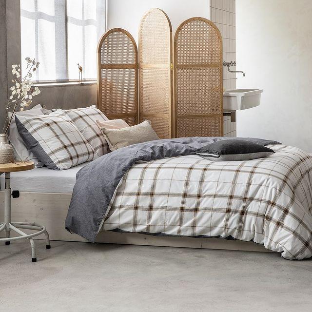Wil je heerlijk warm de winter in? Onze flanellen dekbedovertrekken zijn gemaakt van geweven flanel. Dit geeft je een zacht en warm gevoel gedurende je nachtrust. Heerlijk cozy toch? 😉 • • #walra #walraofficial #walrahome #bedsheet #homedecor #homeinspo #duvet #duvetcover #flanel #interiordesign #interiorinspo #duvetcovers #bedsheetset