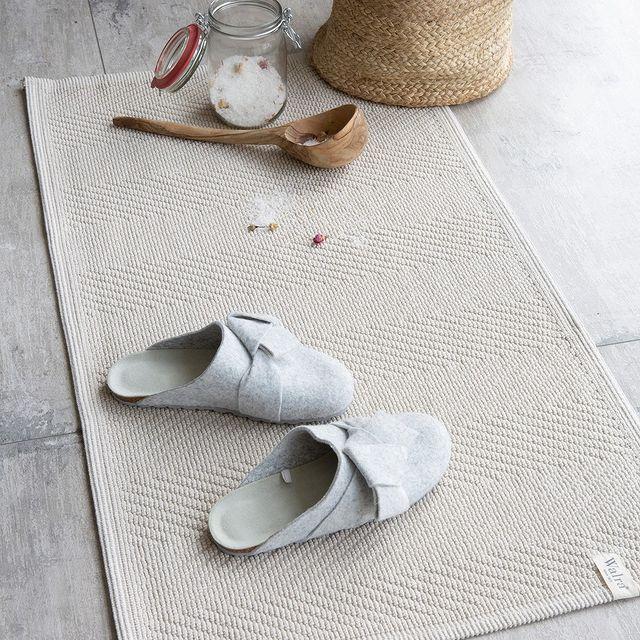Nooit meer koude voeten op de badkamervloer..🤍 De Soft Cotton badmat heeft een trendy vissengraat patroon en is afgewerkt met biezen. Welke kleur is jouw favoriet? 🤍 • • #walra #walraofficial #walrahome #badgoed #remade #washandje #cotton #remade #katoen #gerecycled #badkamer #bathroom #showertime #bathtime